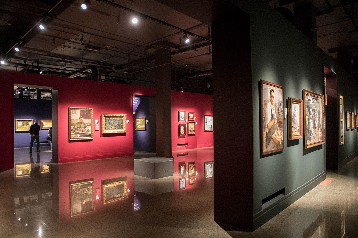 Помещения института русского реалистического искусства располагаются с выходом в общие коридоры каждого этажа.