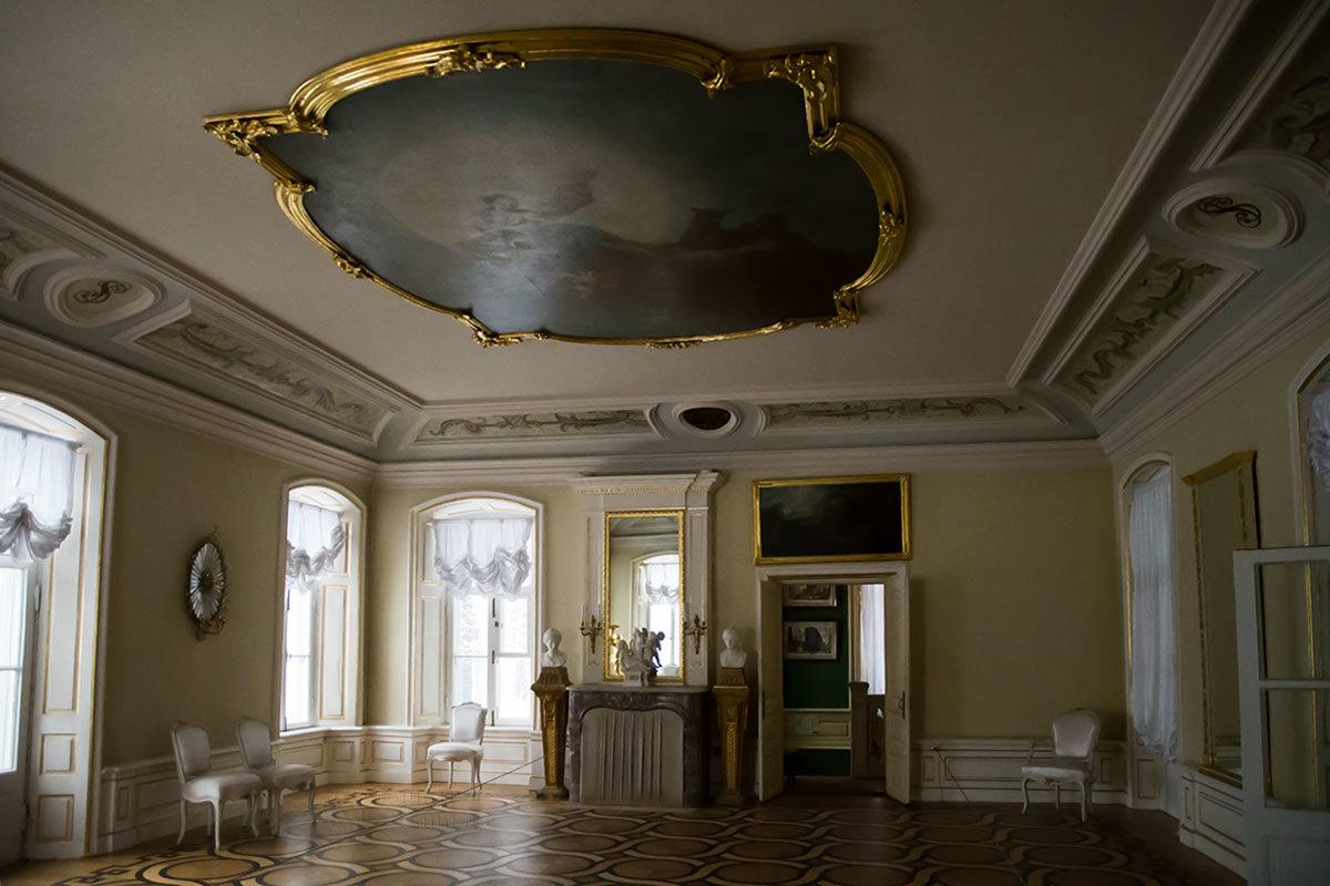 По убранству своего Балетного зала Итальянский домик может претендовать на сравнение с дворцами.