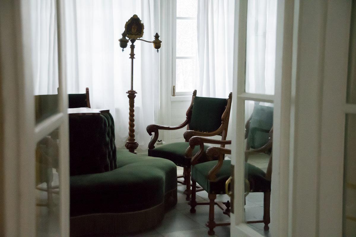 Застекленная веранда, которой Итальянский домик оснащен по итальянскому обычаю, располагает к безмятежному отдыху.