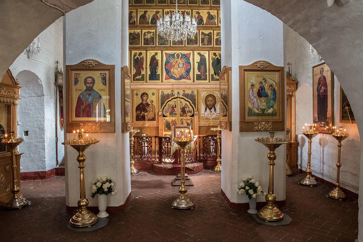 Центральный престол храма Архангела Михаила в Архангельском посвящен святому предводителю небесного воинства.