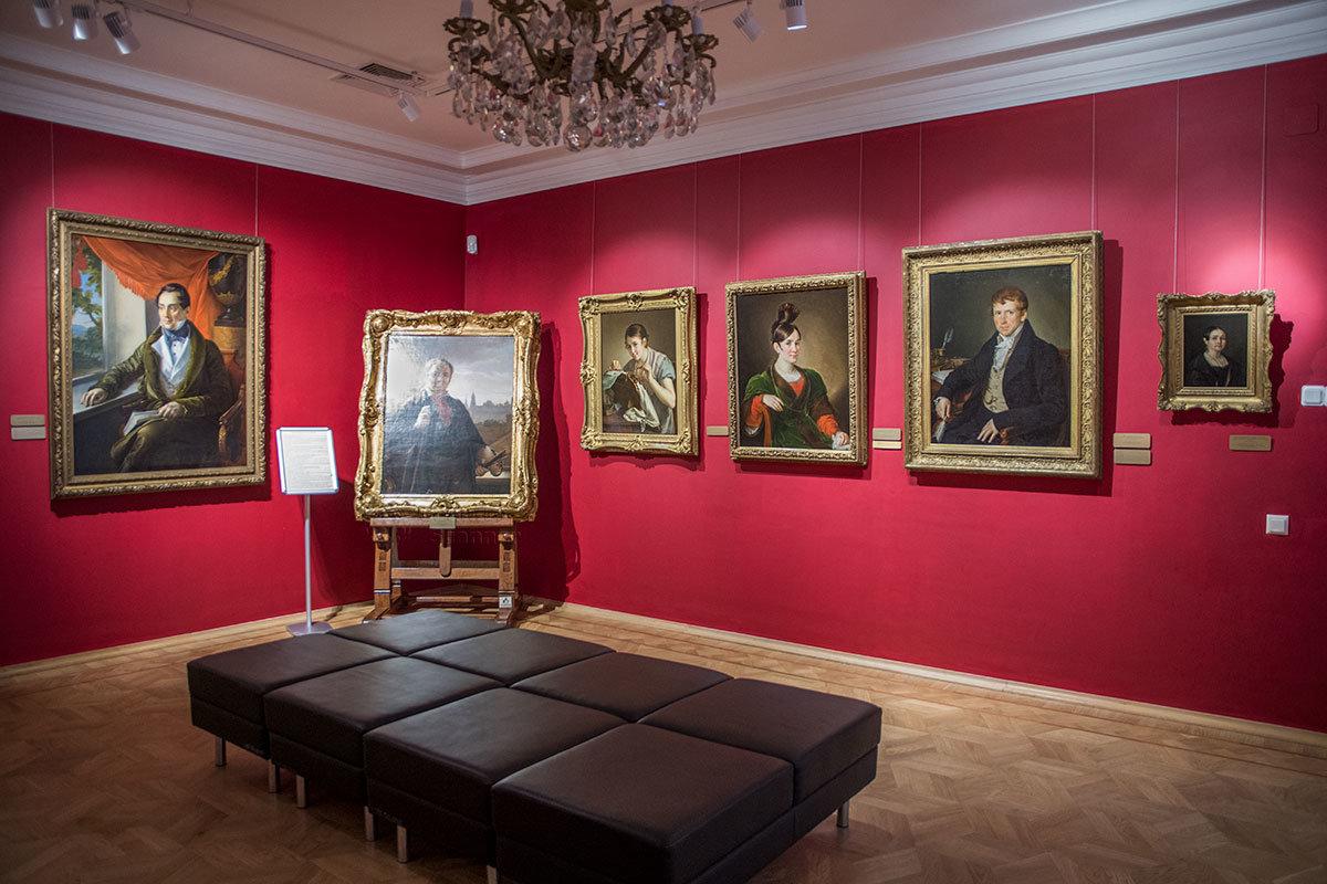 Некоторые работы, выставленные в музее Тропинина, являются авторскими вариантами картин, представленных в других музеях.