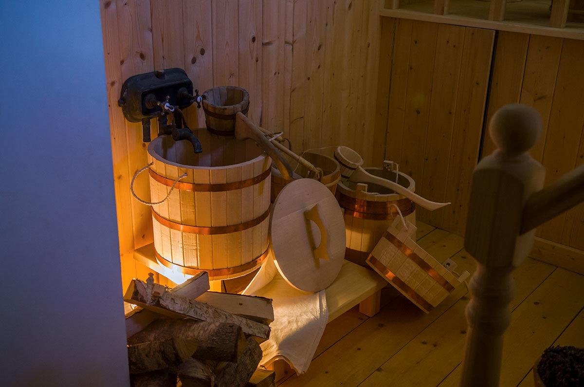 Из древесины липы выполнена вся утварь, используемая в парилке павильона Нижняя ванна в Царском селе.