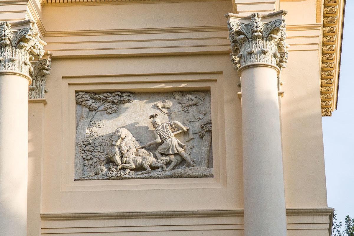 Заключительная сцена охоты на крупного зверя на горельефе, украшающем храм Дианы в окрестностях замка Валтице.