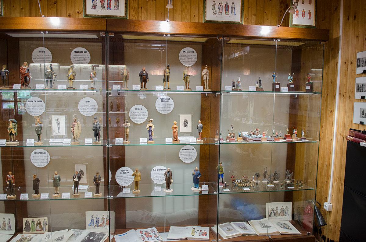 Исторической частью своей экспозиции музей пластилиновой миниатюры представляет множество государственных деятелей и других персонажей.