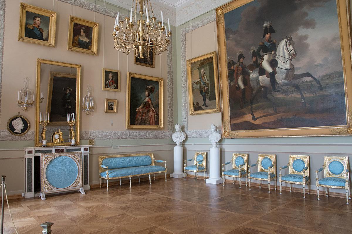 Главное произведение Императорского зала Большого дворца в Архангельском – парадный конный портрет Александра Первого.