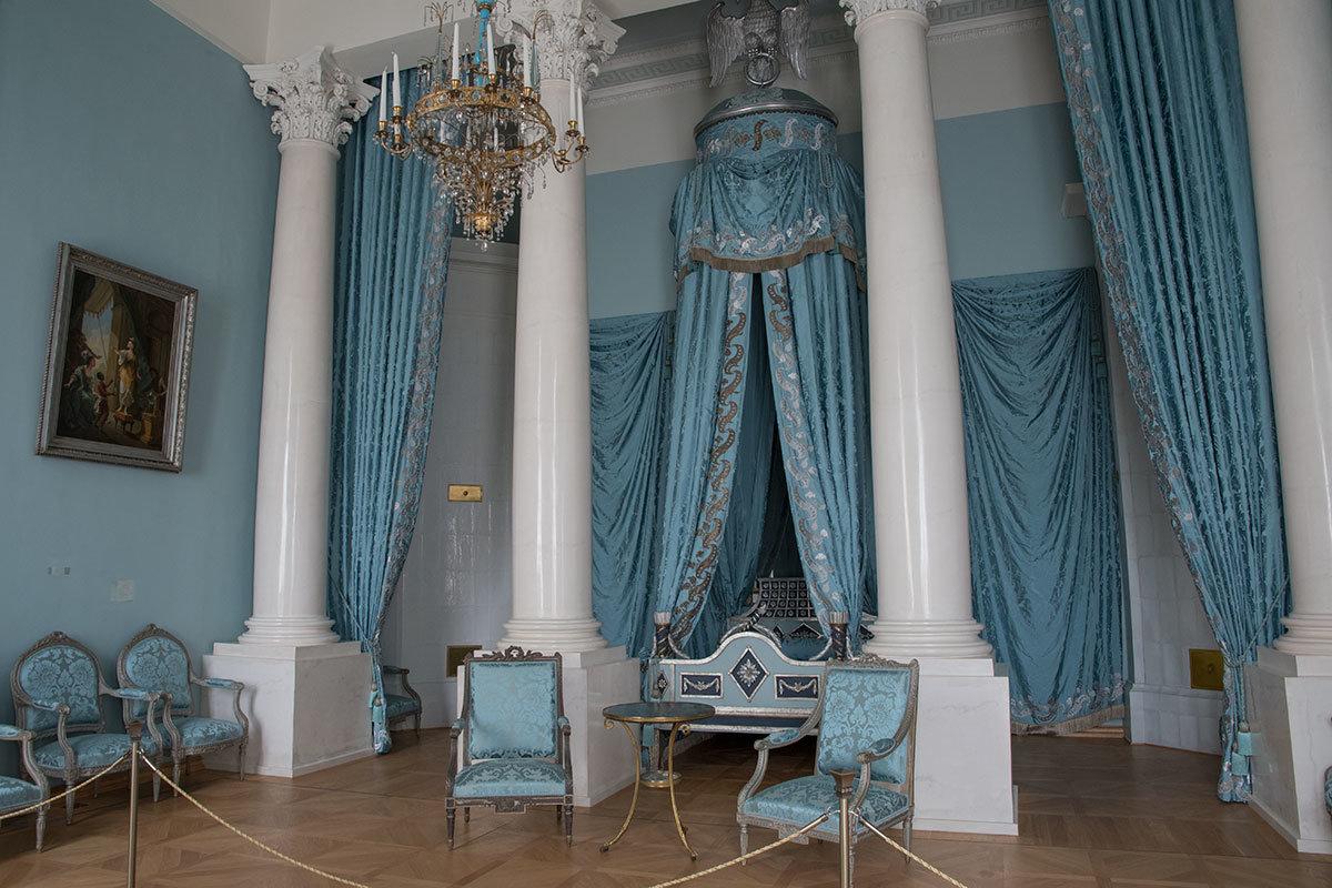 Роскошное убранство Парадной спальни Большого дворца в Архангельском даст фору любым изыскам современных дизайнеров.