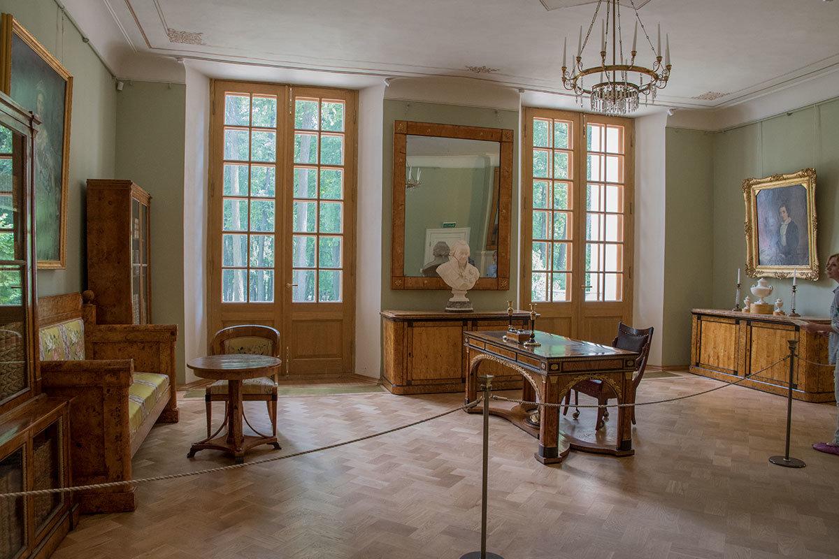 Рабочий кабинет князя Николая Борисовича Юсупова-младшего воссоздан в Большом дворце в Архангельском.