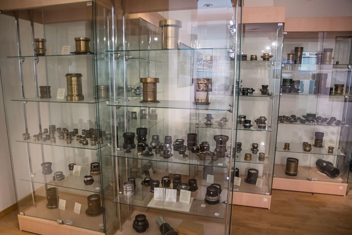 Ценителям фотографической истории адресован специализированный музей оптики, организованный в галерее классической фотографии.