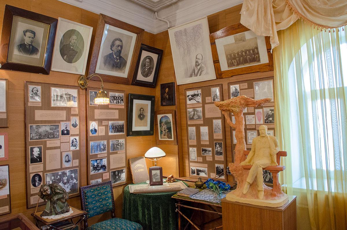 Официально музей в музакальном училище именуется музеем Аренского, Лядова и Рахманинова, по алфавиту.