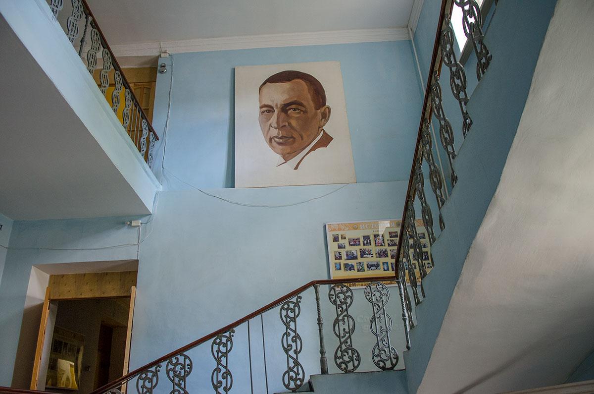 Лестница в названном именем великого композитора музыкальном училище, где размещен музей Аренского, Лядова и Рахманинова.