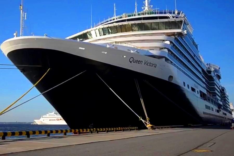 Лайнер Queen Elizabeth 2 стал отелем в Дубае