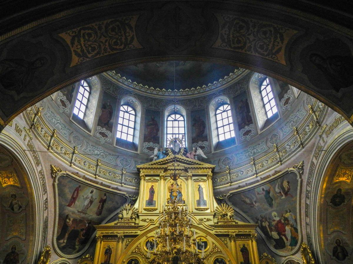 Примечательная деталь оформления кафедрального храма Николы Белого – замечательная художественная роспись стен и потолков.