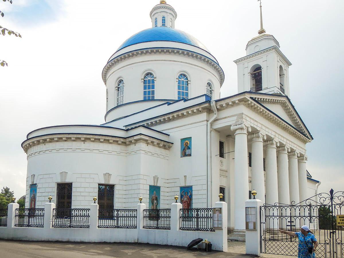Наружный облик кафедрального собора Серпухова, храма Николы Белого, является образцом московского ампира первой половины XIX века.