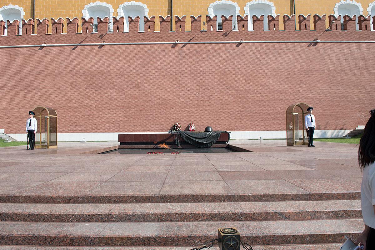 mogila-neizvestnogo-soldata-v-aleksandrovskom-sadu-countryscanner-1.jpg