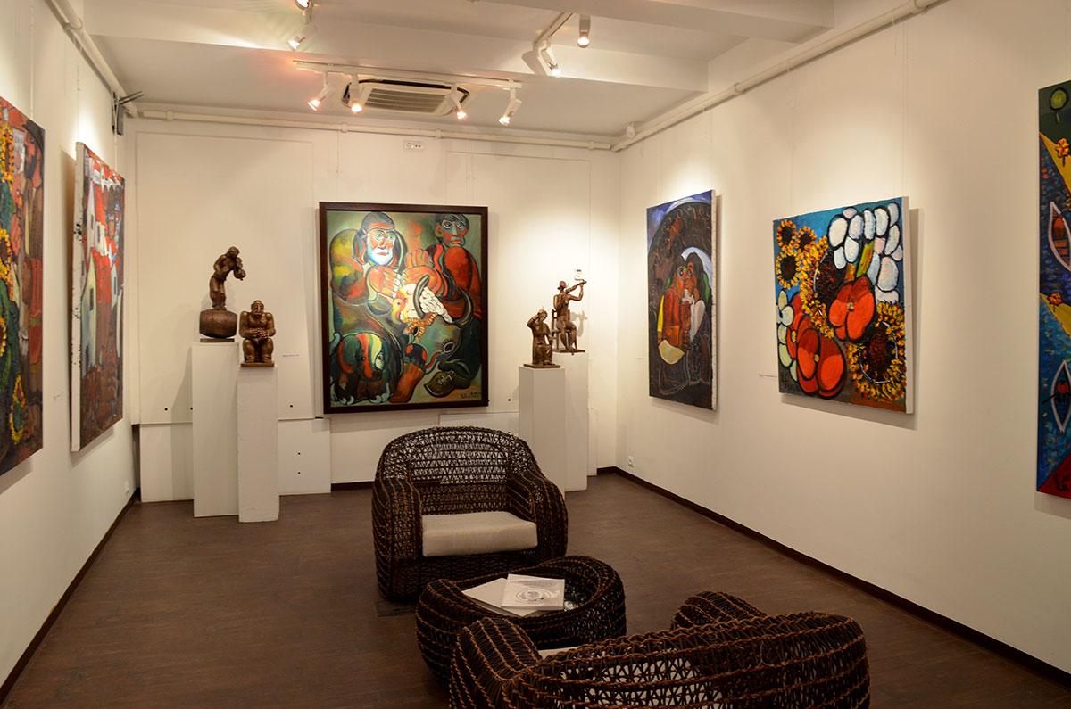 Яркость расцветок живописных произведений музей-мастерская Зураба Церетели демонстрирует в каждом зале, на цветах и людских физиономиях.