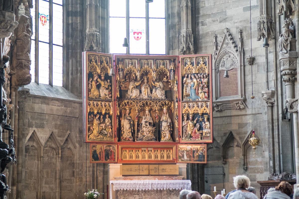 Второй по значению и почитанию алтарь собора Святого Стефана, вывезенный из монастыря города Винер-Нейштадта, назван именем поселения.
