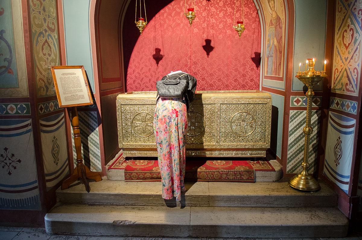 Сохраняются в Софийском соборе в Великом Новгороде и мощи старшего брата Александра Невского, умершего в подростковом возрасте.