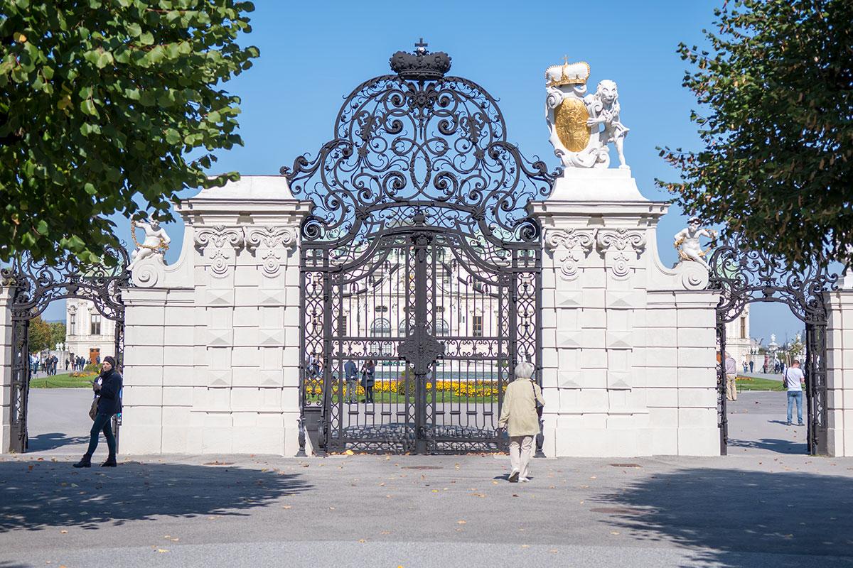 Входные ворота во дворец приемов Евгения Савойского, Верхний Бельведер в Вене, построены уже после кончины великого полководца.