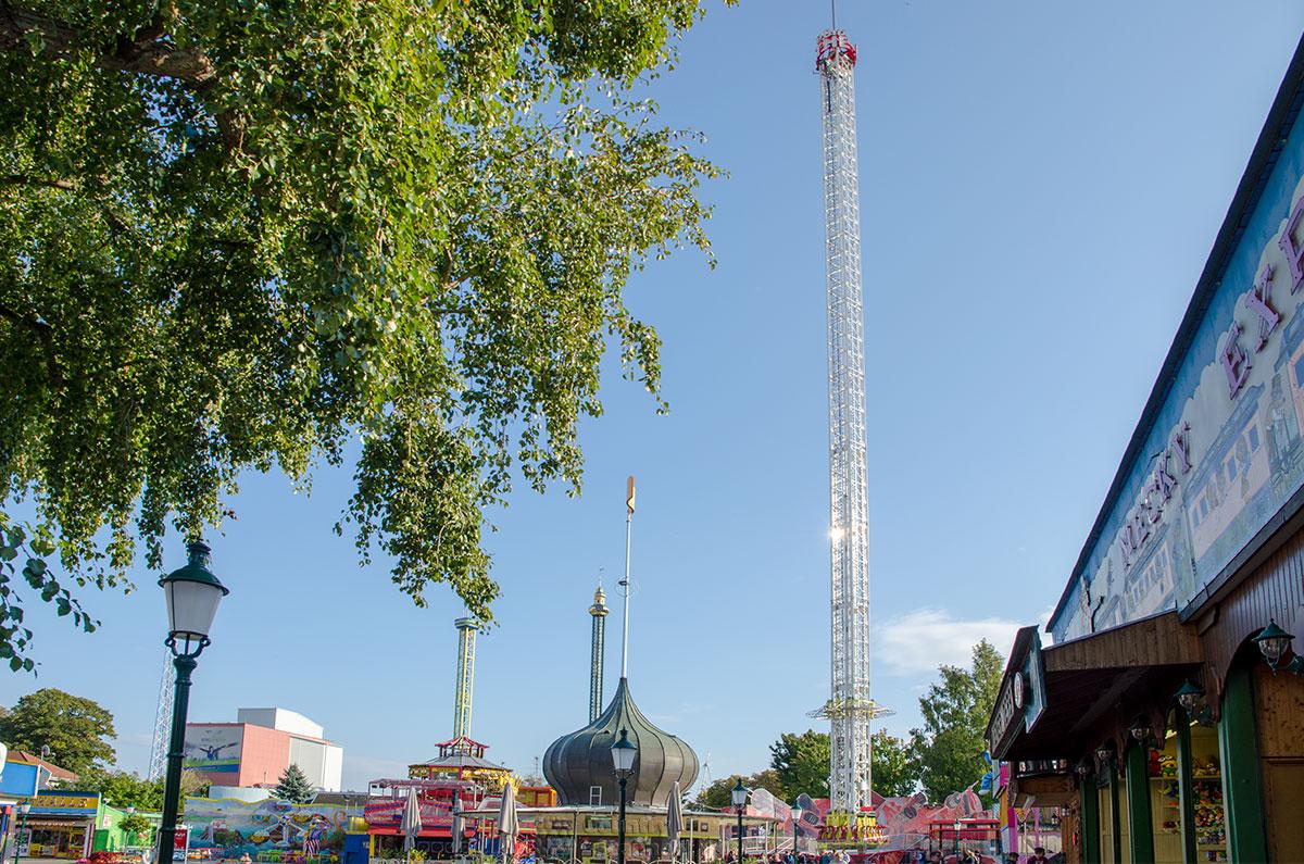 Высота знаменитой Башни Пратера составляет 117 метров, по этому параметру она входит в десятку наибольших строений Вены.