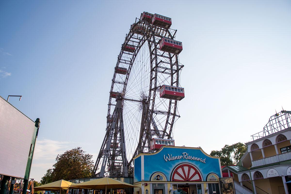 Только колесо обозрения в Чикаго построено раньше, чем аналогичный объект в венском парке Пратер, запущенное еще в конце XIX века.