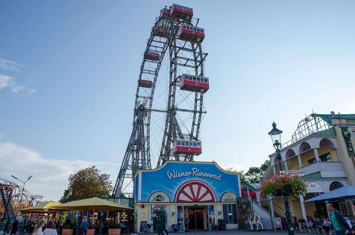 Старинное колесо обозрения венского Пратера стало символом и парка, и всей австрийской столицы.