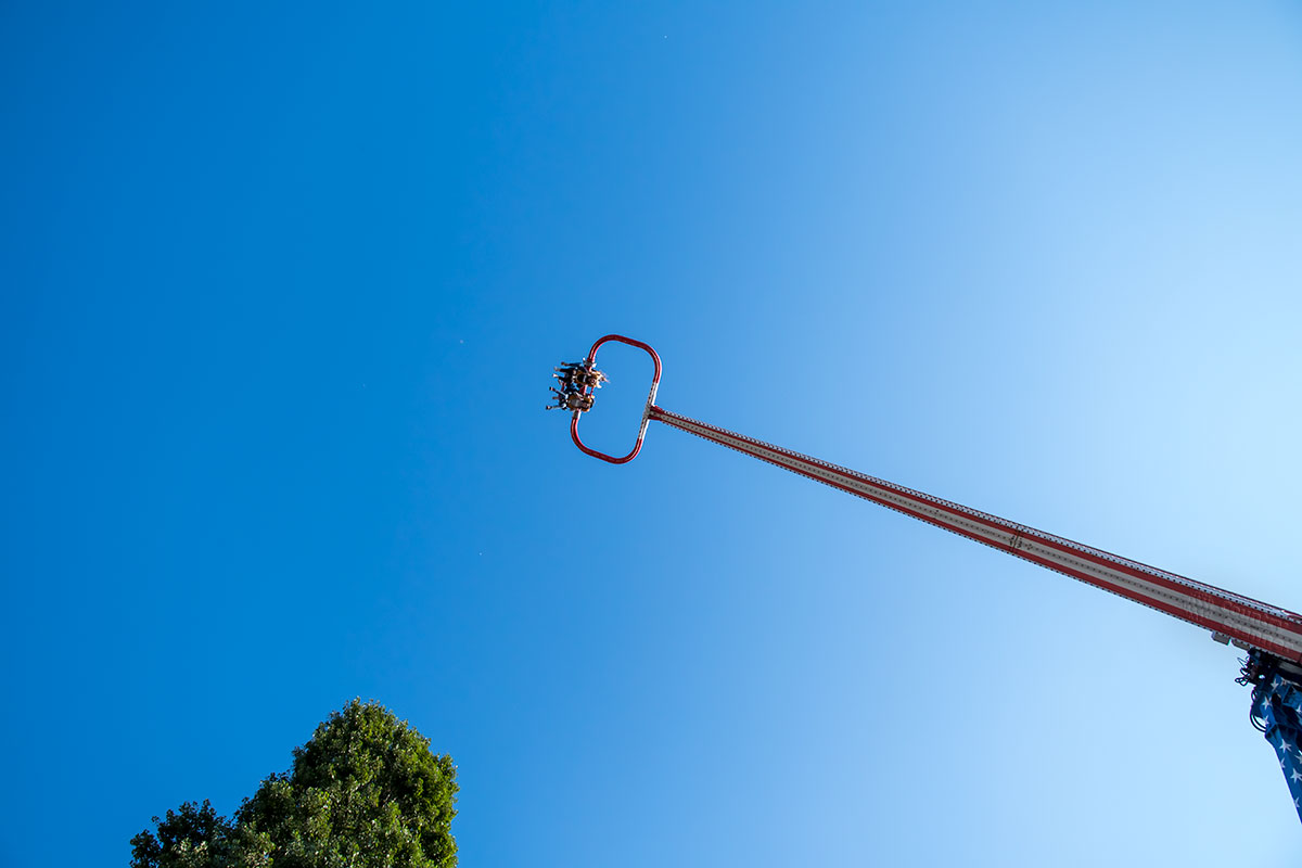 Развлекательный парк Пратер для посещения доступен бесплатно, оплата установлена индивидуально для каждого аттракциона.