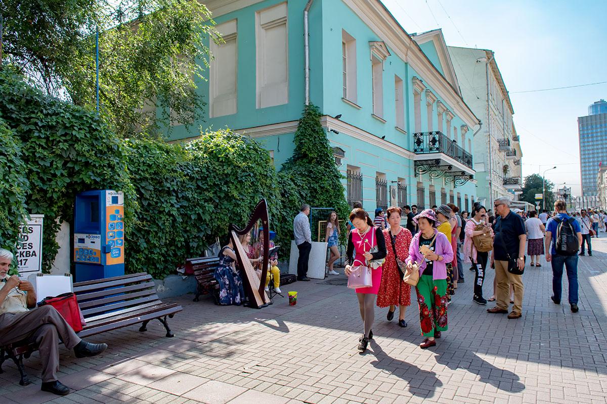 Особняк Хитрово на Старом Арбате стал мемориальной квартирой Александра Сергеевича Пушкина, другие жилища в Москве не сохранились.