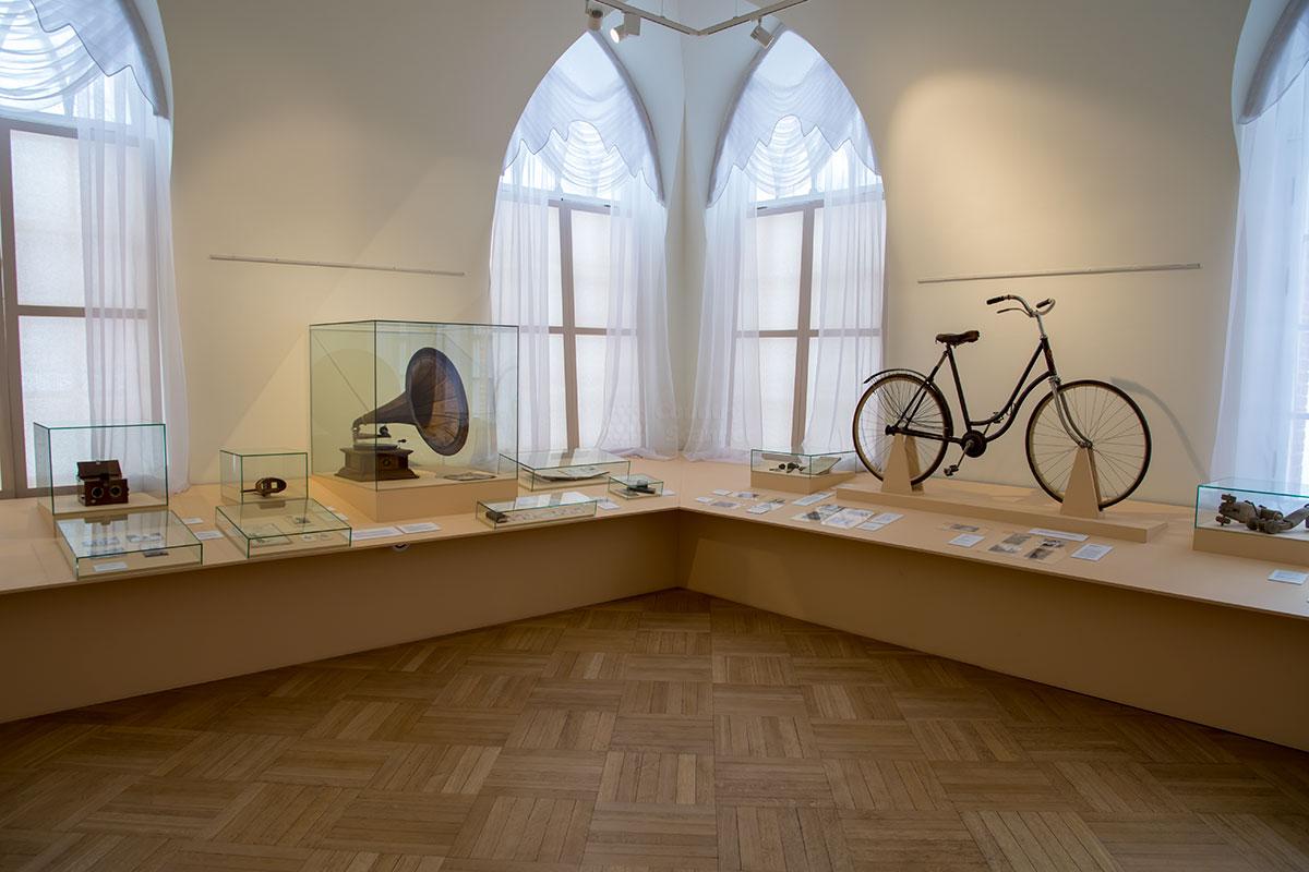 Выставка Дачное Царицыно в Третьем Кавалерском корпусе представляет личные вещи бывших жильцов загородного летнего поселения.