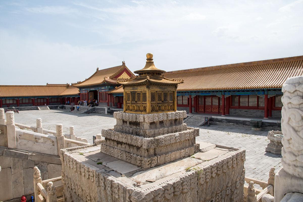Один из двух миниатюрных храмов Запретного города, которые символизировали целостность территории страны и богатый урожай крестьянства.