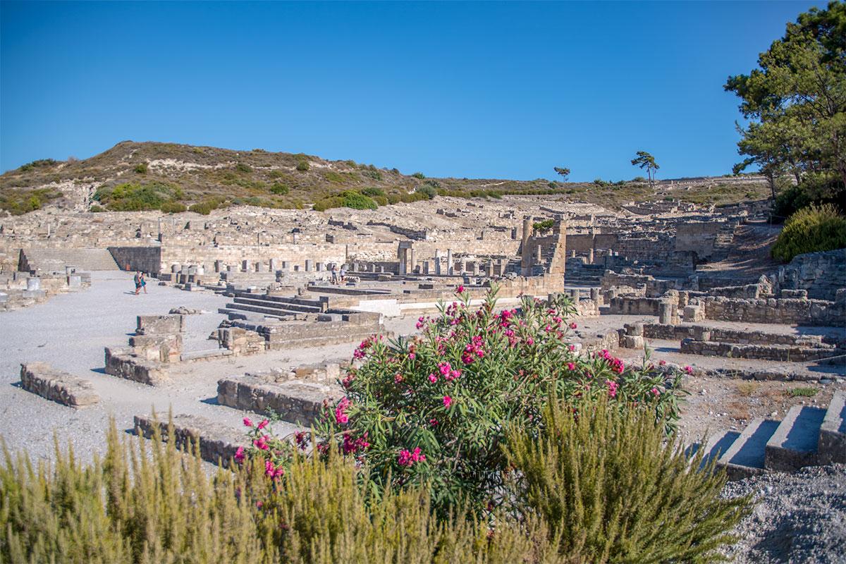 Чтобы сделать древний Камирос доступным для обозрения, археологи вручную удалили невероятное количество наносного грунта.
