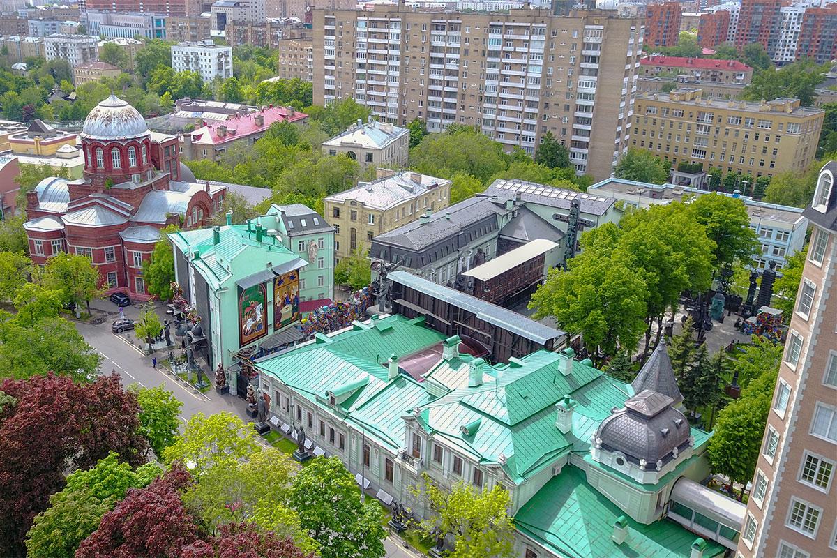Московский музей-мастерская Зураба Церетели расположена в старинном купеческом особняке, рядом с храмом великомученика Георгия Победоносца на Грузинах.