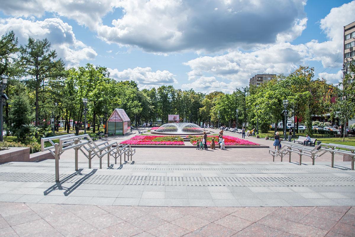 novopushkinskiy-skver-countryscanner-1.jpg