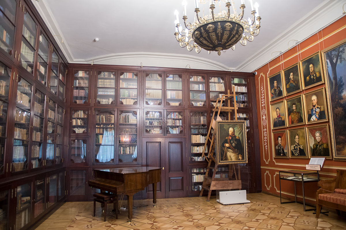 Самое исторически примечательное место усадьбы Большие Вязёмы – зал Иностранной библиотеки, где ночевали Кутузов и Наполеон.