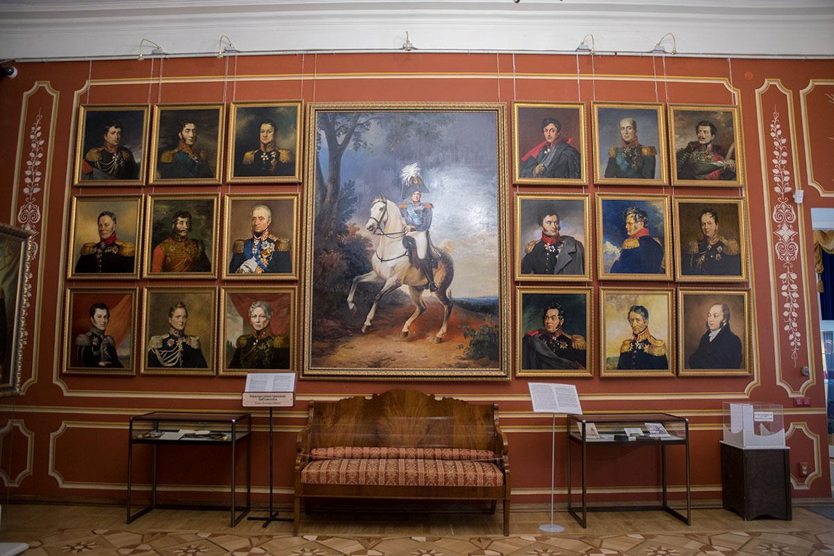 Стены Иностранной библиотеки усадьбы Большие Вязёмы украшают многочисленные портреты полководцев, участвовавших в войне 1812 года.
