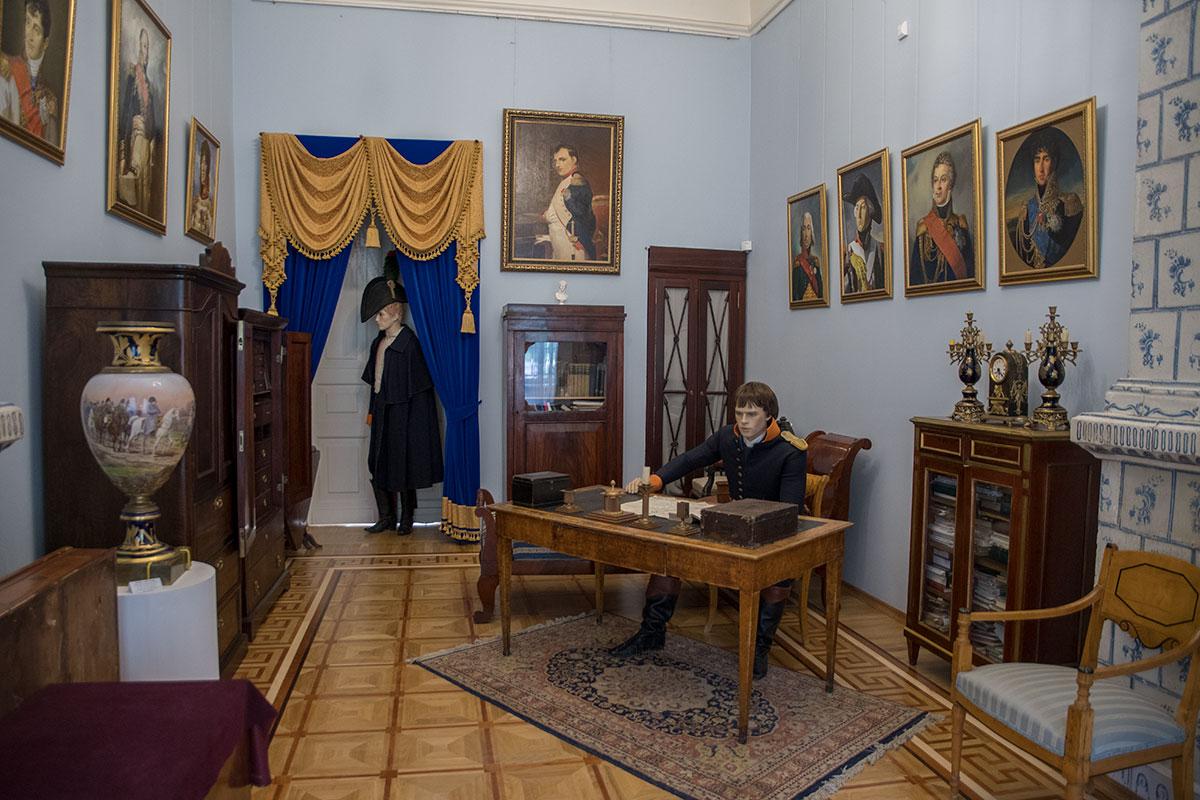 Французский зал господского дома усадьбы Большие Вязёмы посвящен противоборствующей армии, Наполеону Бонапарту и его маршалам.