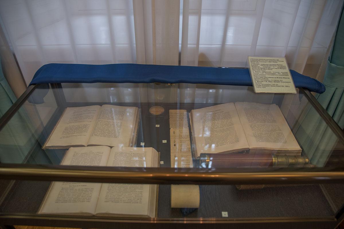 Усадьба Большие Вязёмы сохраняет образцы прижизненных изданий произведений Пушкина в витрине кабинета московского генерал-губернатора.