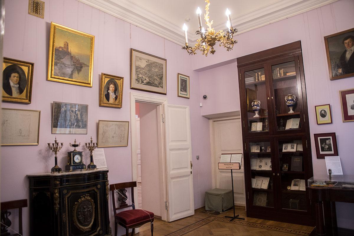 Масонский зал в усадьбе Большие Вязёмы был данью популярности распространившемуся в России увлечению обществом Вольных каменщиков.