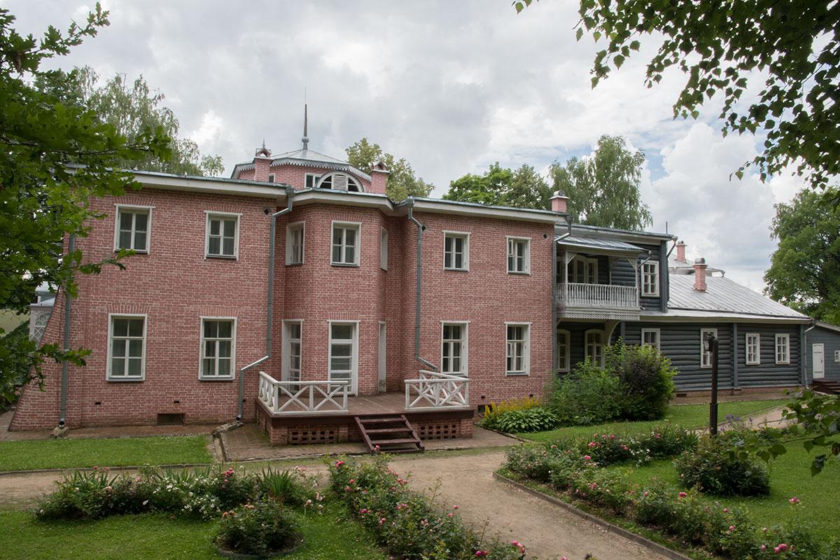 Главный дом в усадьбе Мураново