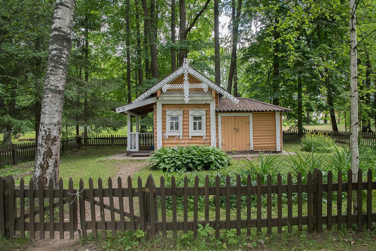 Домик для детских развлечений в усадьбе Муранорво собственноручно построил сын великого поэта Иван Федорович Тютчев.