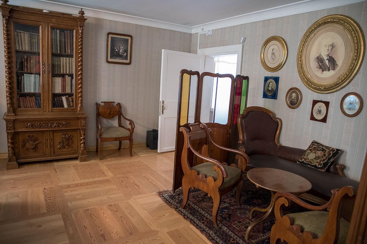 Представленный в усадьбе Мураново именной комнатой, Иван Аксаков был не только борцом за славянский уклад, а и первым биографом Тютчева.