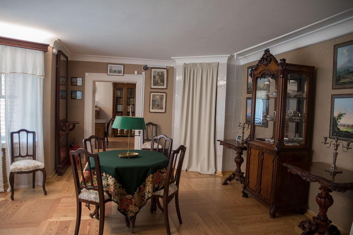 Утренняя столовая усадьбы Мураново активно использовалась зимой, поскольку была самым теплым помещением во всем доме.