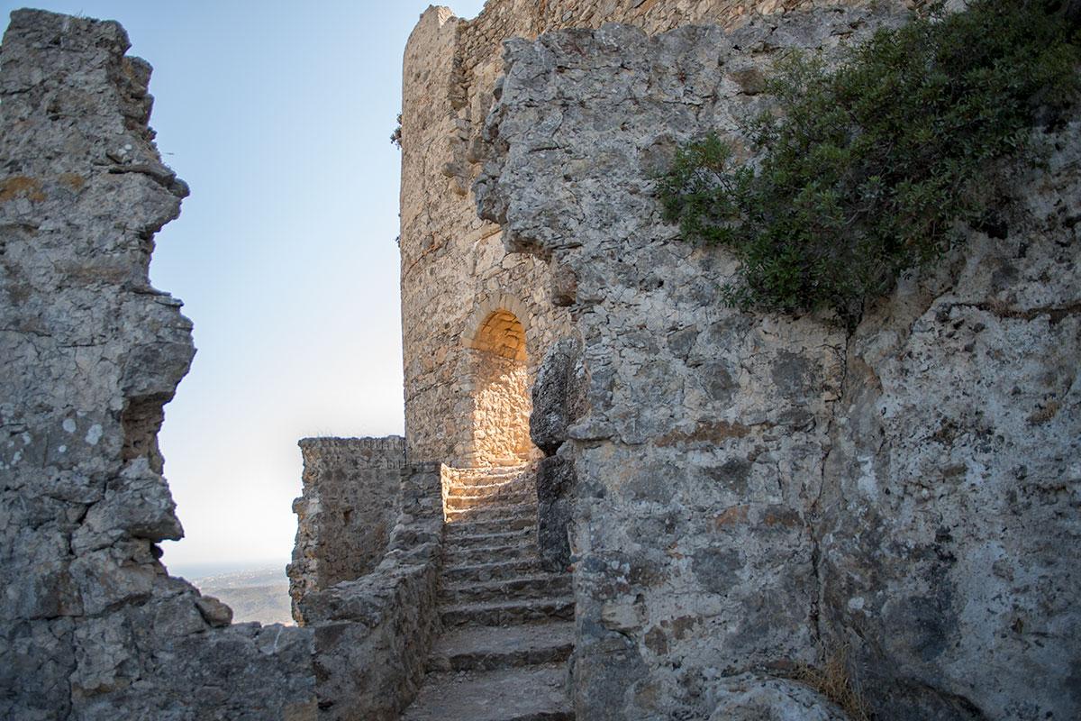 Арочное перекрытие входа в одну из башен замка Асклипио кажется недавно отремонтированным, видимо, кто-то заботится о безопасности его посещения.