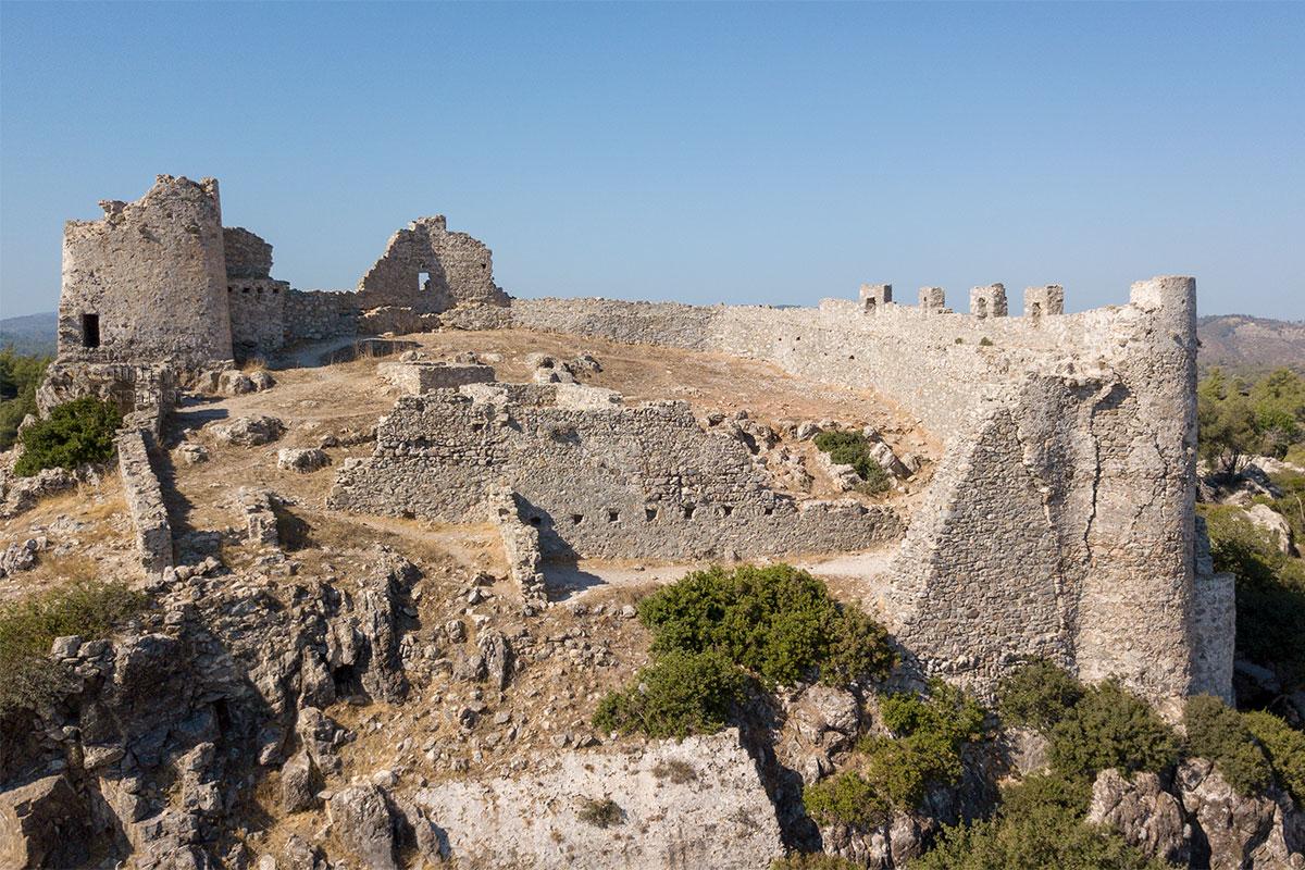Опустив пониже наш летающий фотоаппарат, делаем изображение замка Асклипио нужного масштаба, чтобы различить территорию.