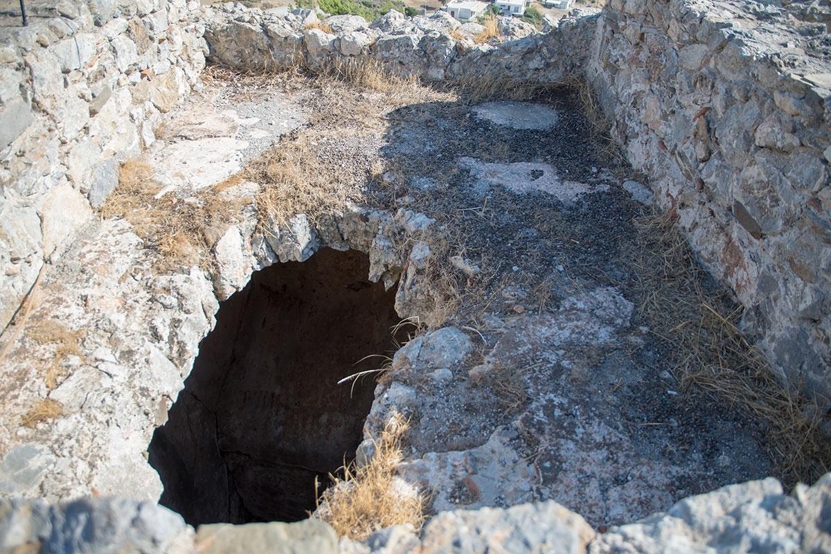 Одна из версий предназначения подземных ходов на территории замка Асклипио является их связь с одним из жилищ ближайшего поселения.