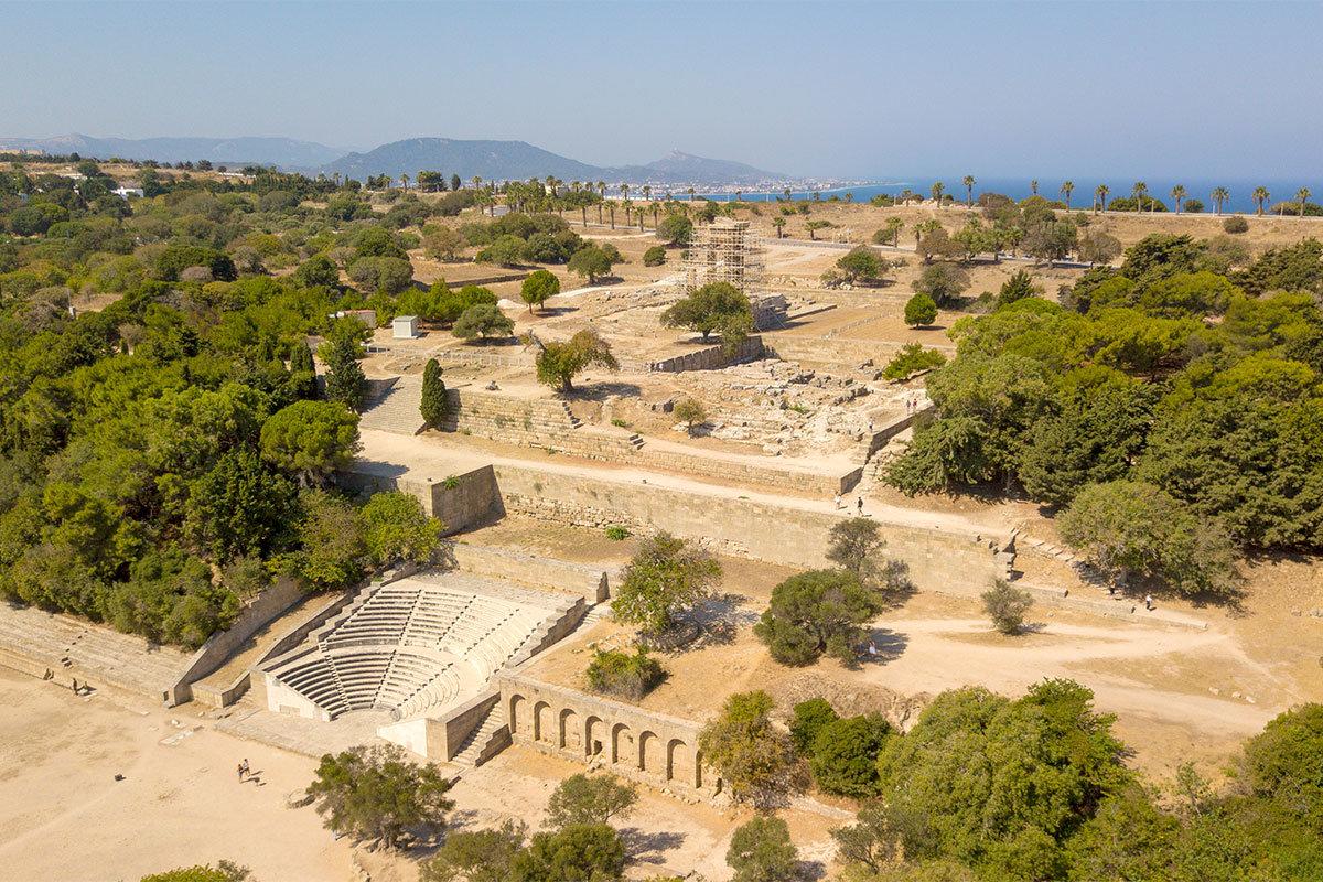 Широкая панорама холма святого Стефана, где расположен Акрополь Родоса, позволяет одновременно видеть все достопримечательности.