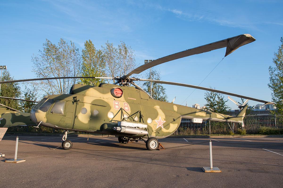 В экспозиции вооружения и военной техники выставлен выпускающийся в течение полувека транспортный вертолет Ми-8Т, самый многочисленный в мире.
