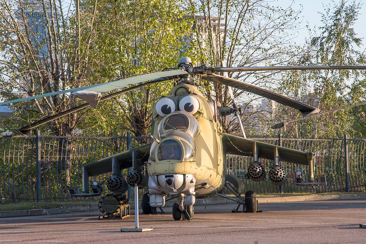 Ударный вертолет Ми-25Д, демонстрируемый в экспозиции вооружения и военной техники музея Победы, обогнал по тиражу знаменитый американский Апач.