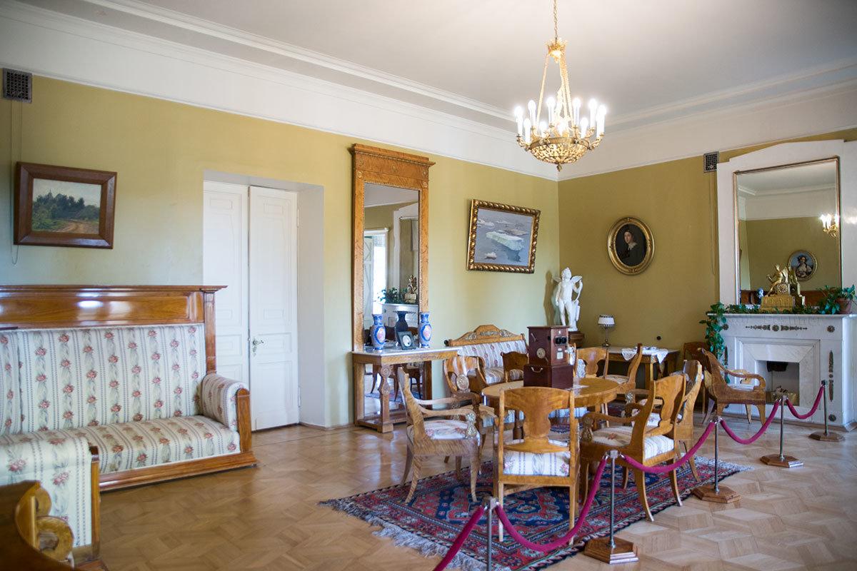 Женская гостиная Музея-усадьбы Ленина в Горках – одно из помещений, не востребованных при проживании семейства Ульяновых.
