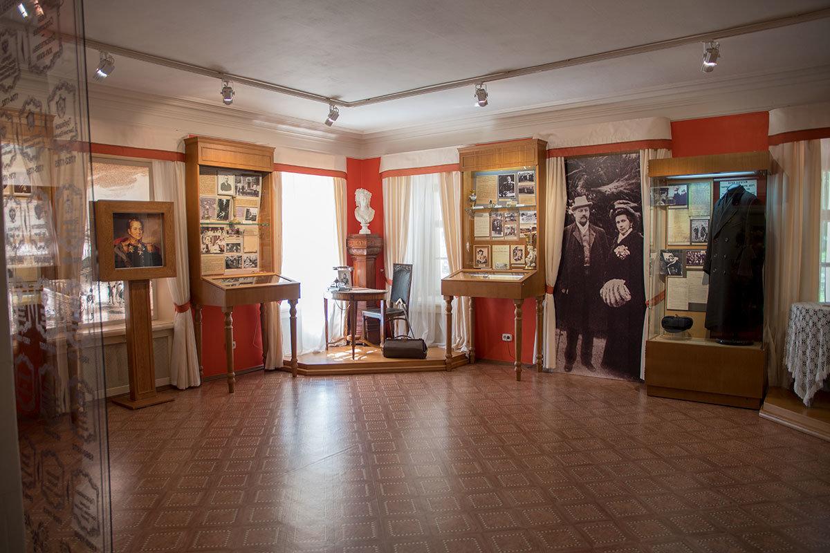 Историческую часть экспозиции Музей-усадьба Ленина в Горках дополнил документальным фото прежней хозяйки с погибшим супругом.