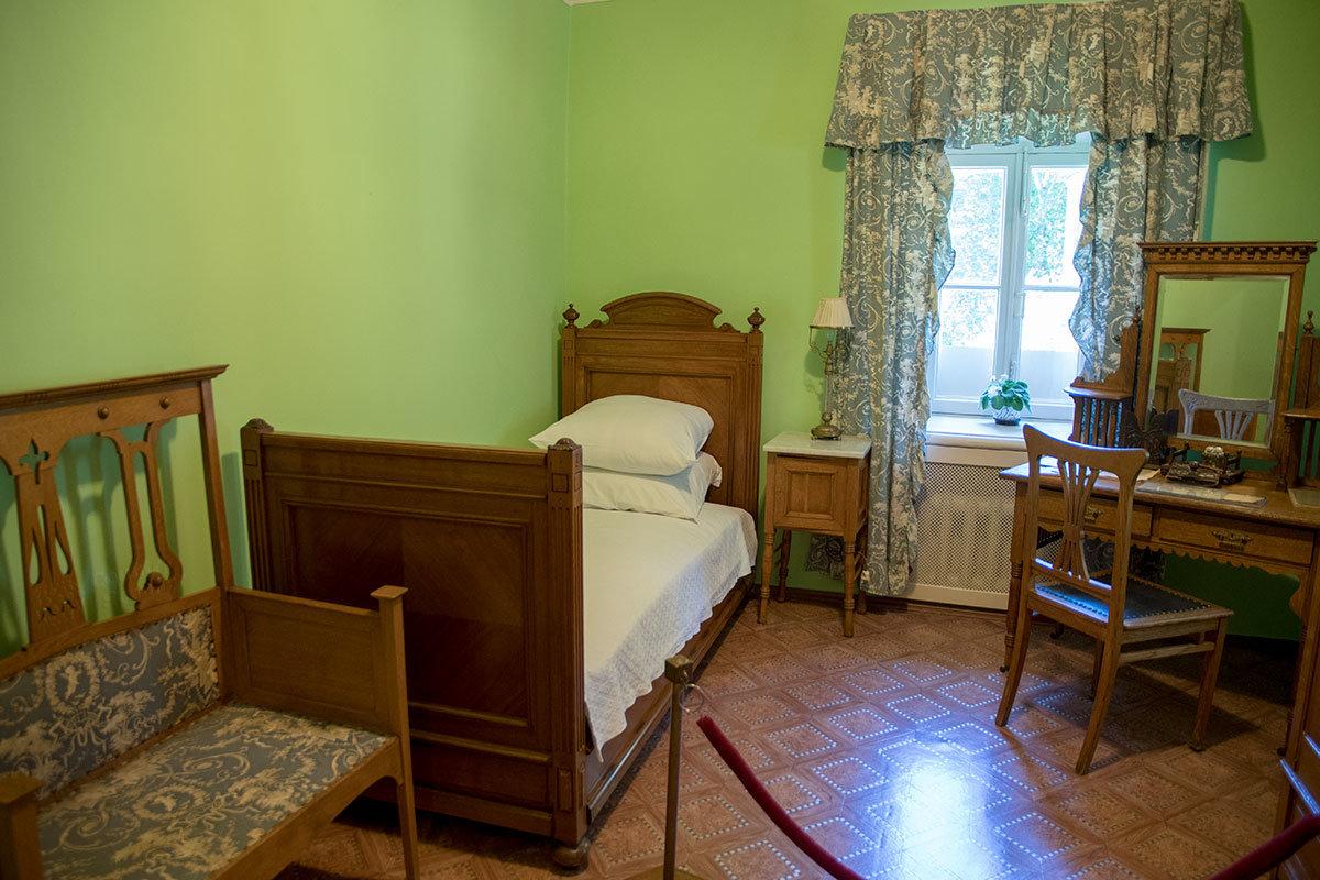Спальню Владимира Ильича Музей-усадьба Ленина в Горках сохранила в прежнем состоянии и после переезда семейства в особняк.